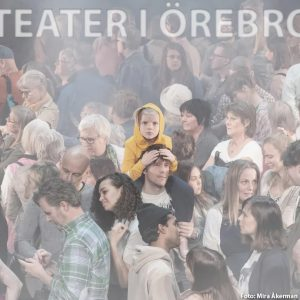 """Åk på världspremiär i Örebro: Sara Giese regisserar Roland Schimmelpfennigs """"100 sånger"""""""