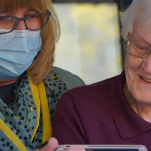 NY ENKÄT | Slutsats: Chefer i äldreomsorgen saknar resurser för en säker arbetsmiljö