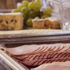 Förbättringar i livsmedelskontrollen, men mer samverkan mellan myndigheter behövs