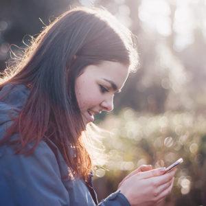 STATISTIK | Så mycket tid tillbringar unga framför mobiltelefonen