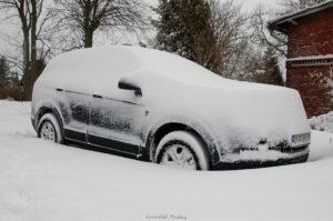 TIPS & RÅD | Farligt låta snön vara kvar på biltaket